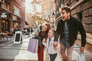 Shopping Stadtbummel Family mit HieroCity Dein Erlebnis-Assistent. Die City App für Stadterlebnis Stadtmarketing Einzelhandel Gamification Events und Smart Shopping. Belebend durch den Shared Activity Builder (KI)