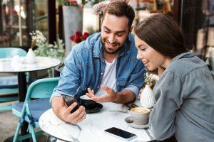 restaurants und Gastronomie profitieren mit HieroCity Dein Erlebnis-Assistent. Die City App für Stadterlebnis Stadtmarketing Einzelhandel Gamification Events und Smart Shopping. Belebend durch den Shared Activity Builder (KI)